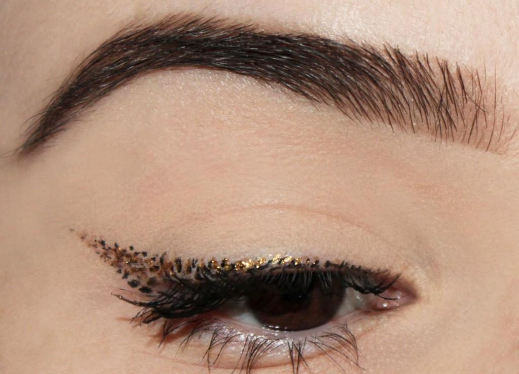 eyeliner pointillé doré