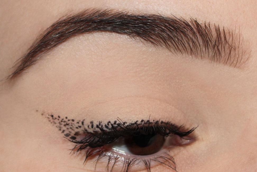 eyeliner pointillé