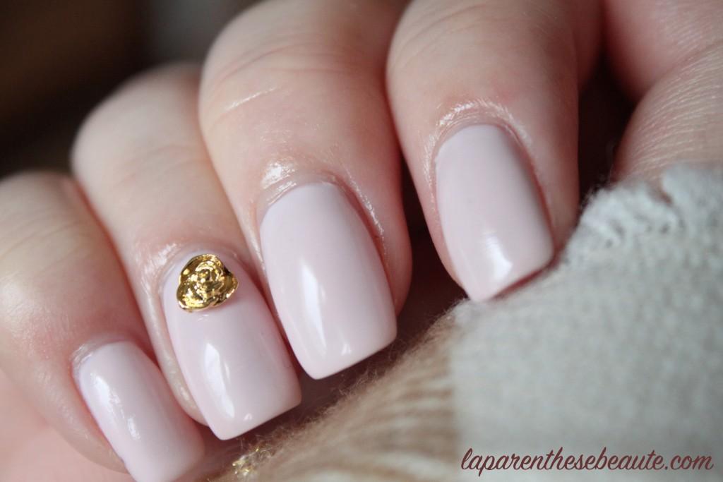 née jolie bijoux ongle rose doree site