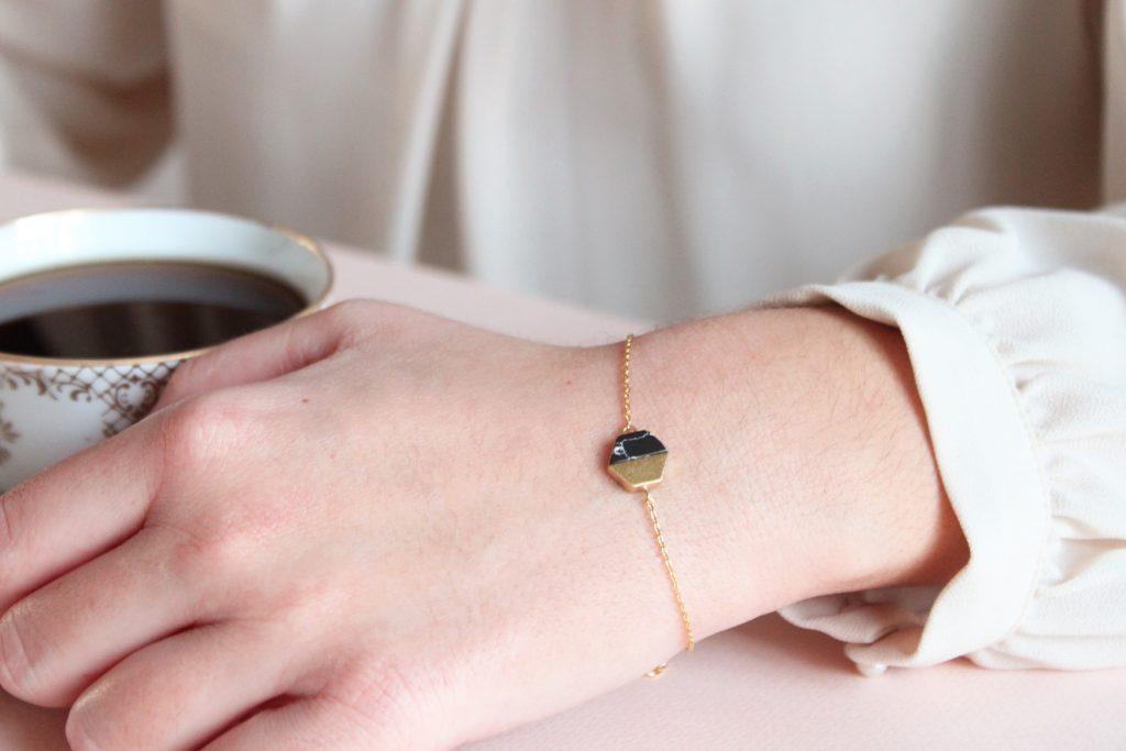 bracelet-hexagone-noir-or-merci-majolie